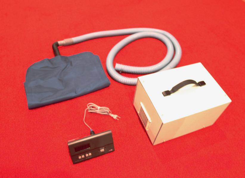 セット内容(上:空気袋、左下:制御タイマー、右下:送風機)