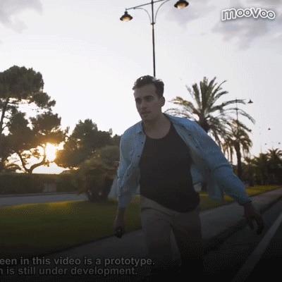 移動をもっと自由に……カバンにしまえる電動スケボー『Linky』