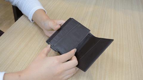 カードを出して、指で戻す(ループ)