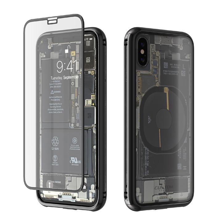 このデザイン。  一見するとiPhoneが透けているかのように錯覚してしまうほど。実は背面にiPhoneXの内部構造がデザインされたフィルムを貼り、その上からケースを装着しているのだ。  マジで、リアル。  奇抜すぎるデザインはもちろんだが、実際に使ってみたので使用感を含めてレビューする。  仕様はこちら。 ▼製品名:Monolith Transparent X(モノリス トランスパレント テン) ▼メーカー:株式会社カスタム ▼対応機種:iPhone X ▼材質:9H強化ガラス(前面)、TPU+PC(側面)、9H強化ガラス+PC(背面) ▼寸法:147x75x11(mm) ▼ケース重量:約45g ▼カラーバリエーション:ブラック、シルバー、レッド ▼ケース装着時のワイヤレス充電:対応 ▼ケース装着時のApple Pay:対応 ▼同梱物:ケース本体(充電ポートカバー、マナースイッチカバー含む)、前面ディスプレイ用強化ガラスフィルム、背面フィルム、ストラップ、ホコリ取りシール、クリーニングクロス、ウェットシート、説明書