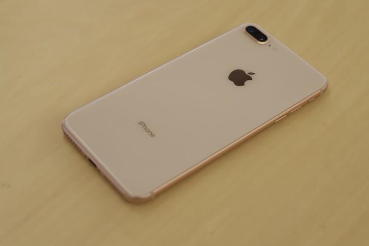 iPhone8以降の機種の背面アップ