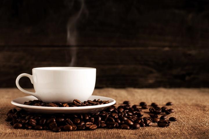 コーヒー豆と美味しく仕上がったコーヒー