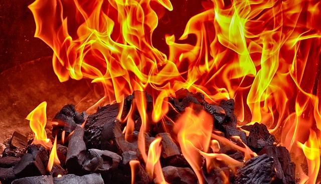 燃えてる火
