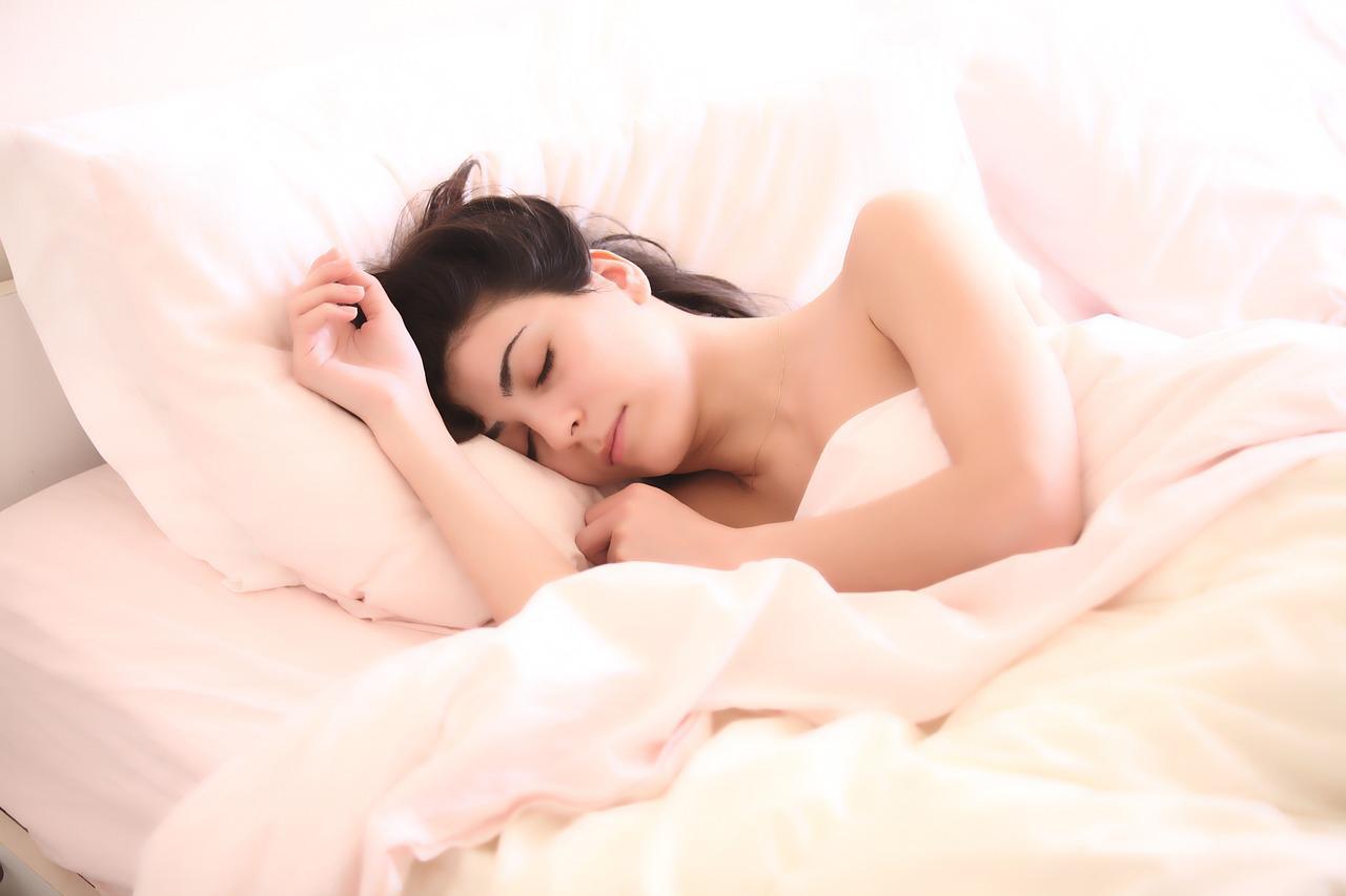 快眠している女性