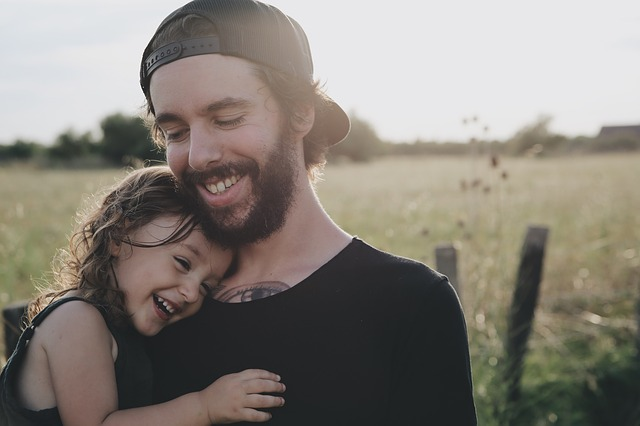 髭のあるお父さんと娘