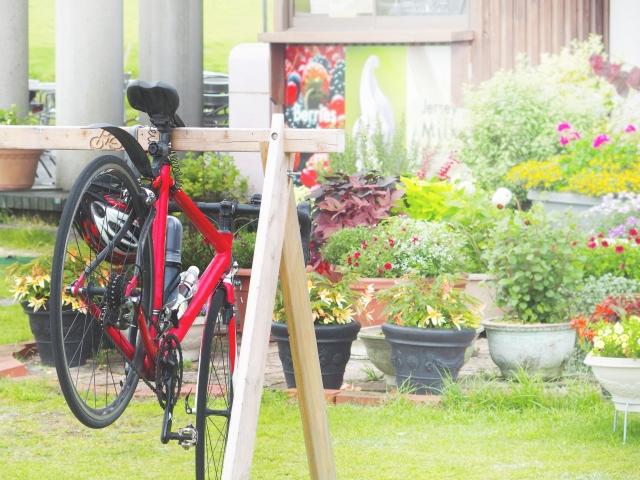 クロスバイクと風景の写真