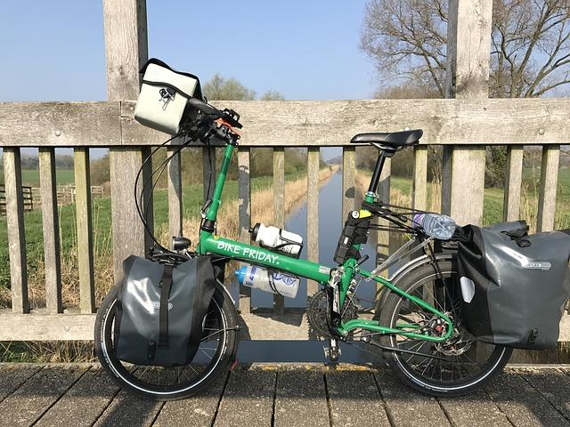 オシャレな降りたたみ自転車の写真