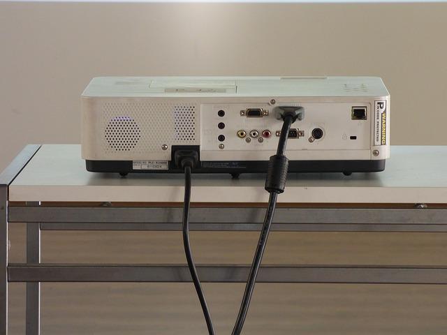 プロジェクターとHDMIの写真