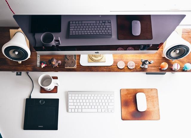すっきりとしたホームオフィス画像