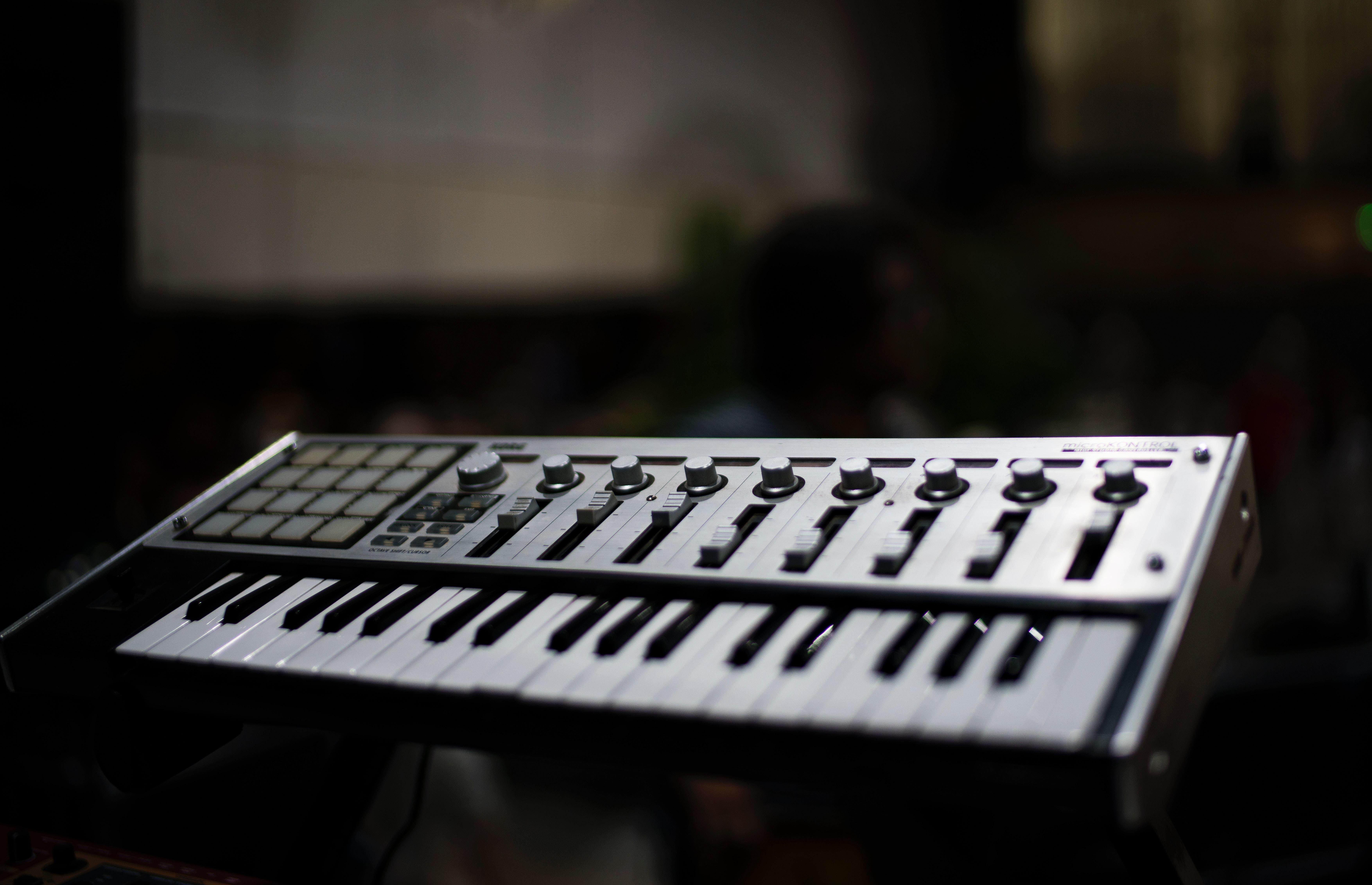 コンパクトmidiキーボードの写真
