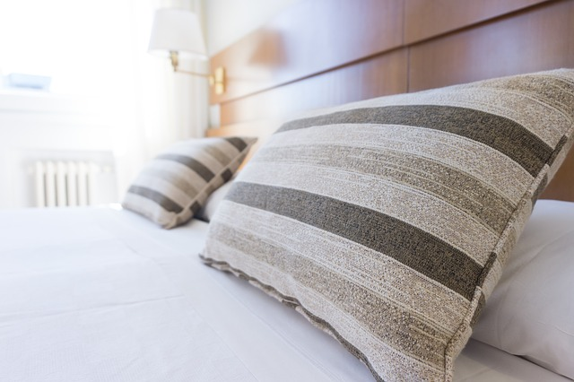 清潔なベッドと寝具