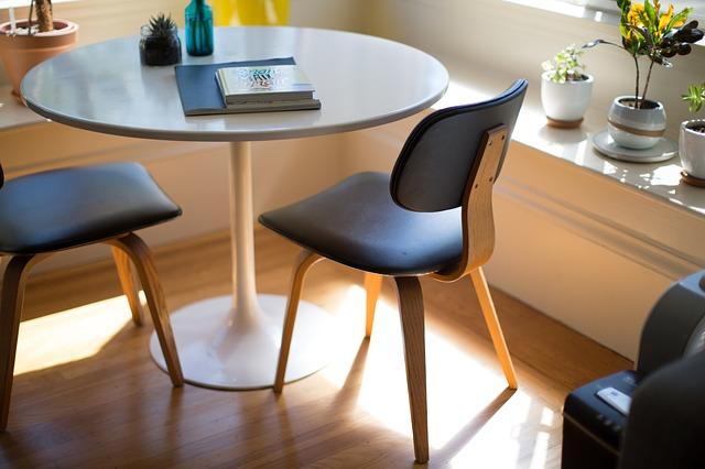 オフィスに置いてある椅子の写真