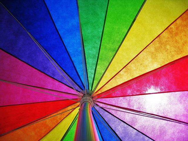 カラフルな傘の写真