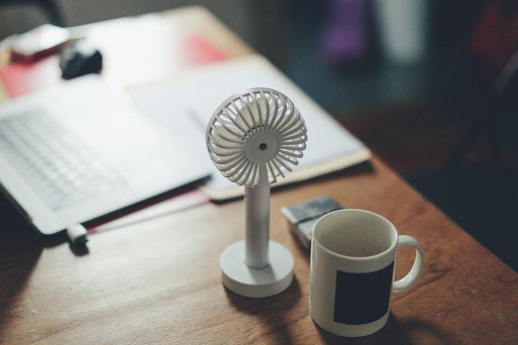 ミニ 扇風機 ダイソー 扇風機