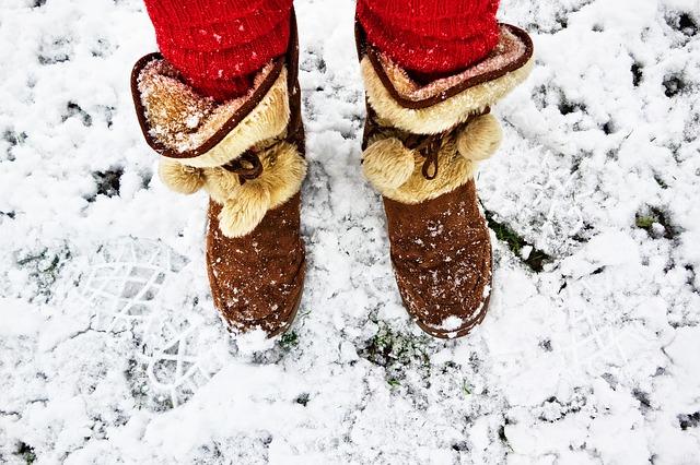 暖かそうなスノーブーツ