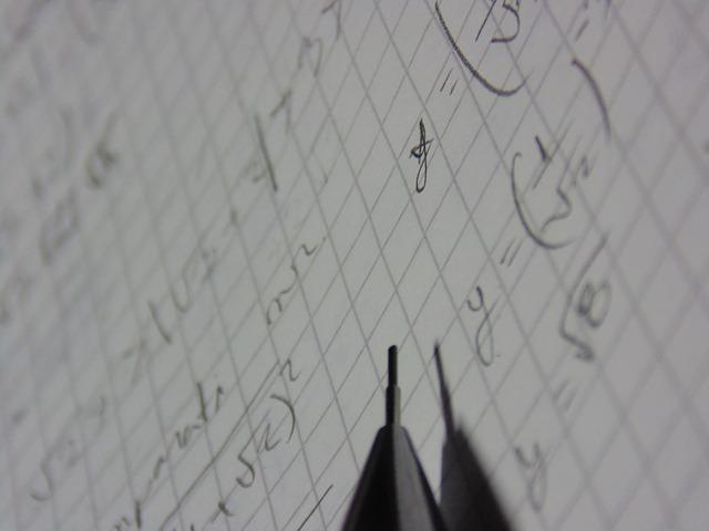 数学ノートとシャーペンの写真