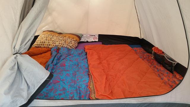 テントの中にある寝袋