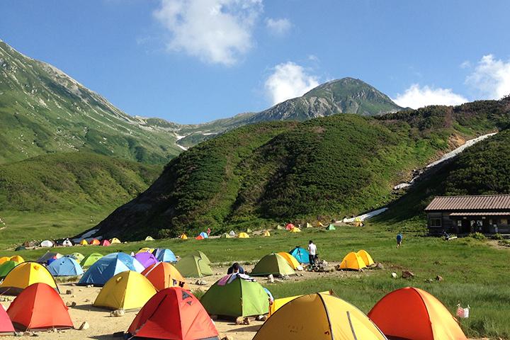 テントが並ぶ風景