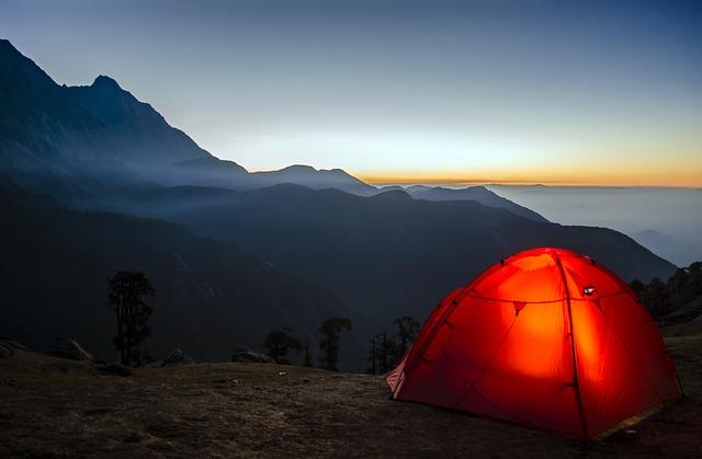 オレンジ色のテントの写真
