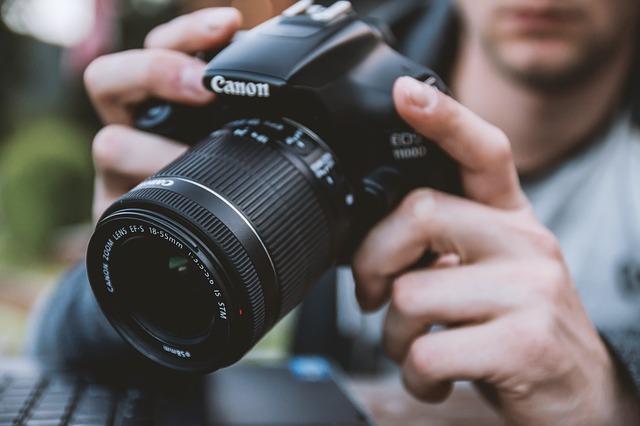 一眼レフカメラで写真撮影
