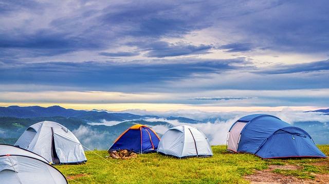 大自然のなかにあるテント