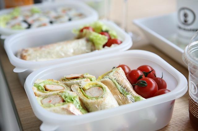 サンドイッチの弁当箱の写真