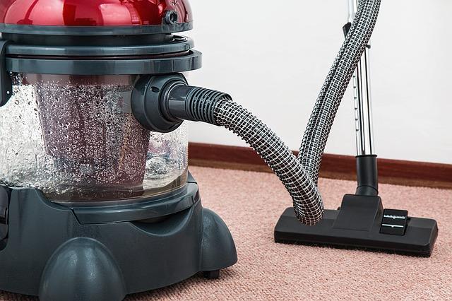赤い掃除機の写真