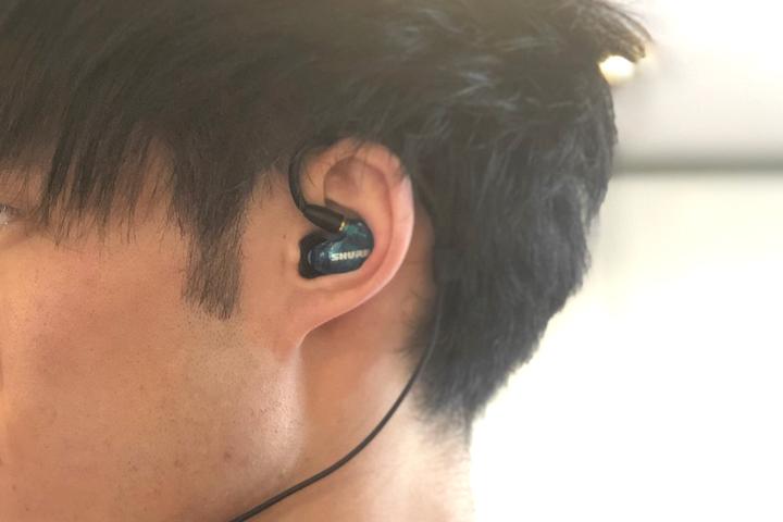 SHURE耳元