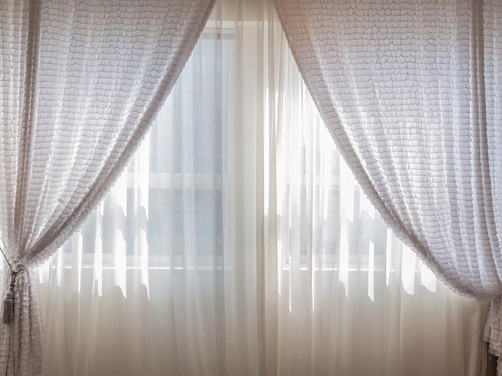 タッセルのついたカーテン