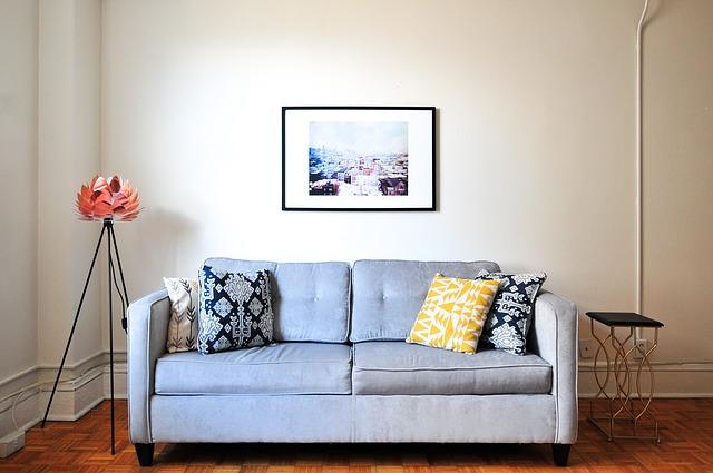ブルーのソファの写真