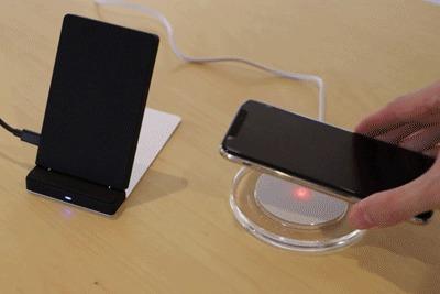 ワイヤレス充電器で充電する