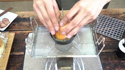 マルチロースターとスキレットで目玉焼きを作る