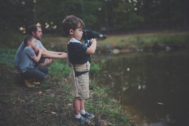 釣りをしている男の子