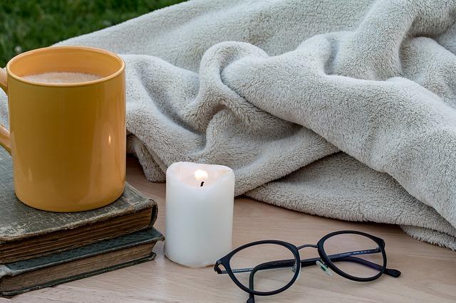 キャンドルや毛布の写真