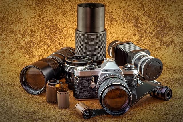 フィルムカメラと交換レンズ