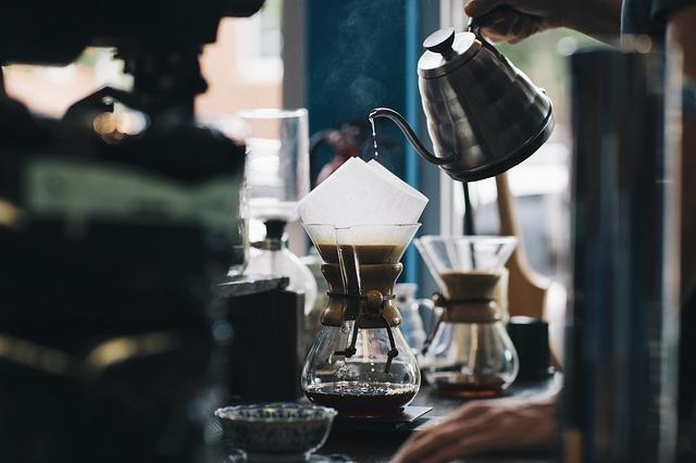 コーヒーをいれる人
