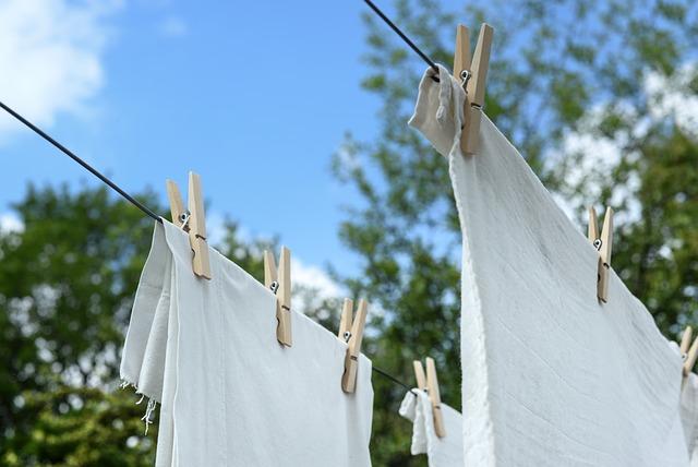 洗った洗濯を干す