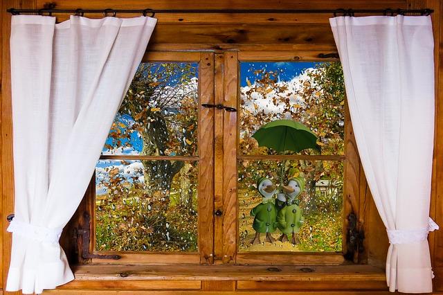 秋らしい窓の装飾