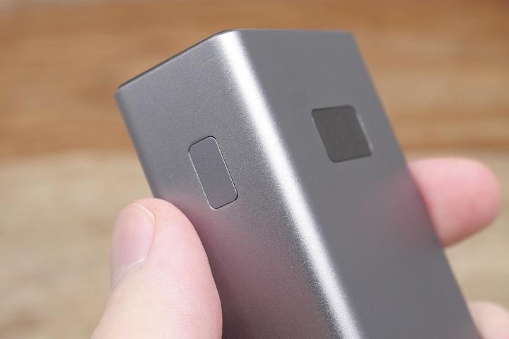 cheero Power Plus 5本体側面のスイッチ部分の画像