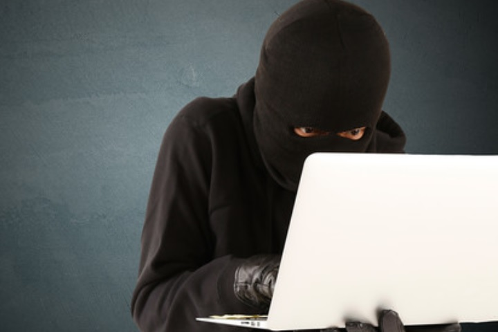 コンピューターのセキュリティーが危ぶまれているイメージ画像