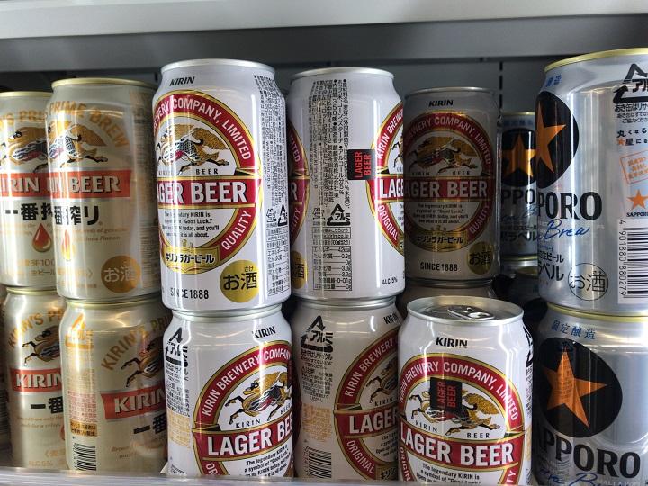 缶ビールの商品棚