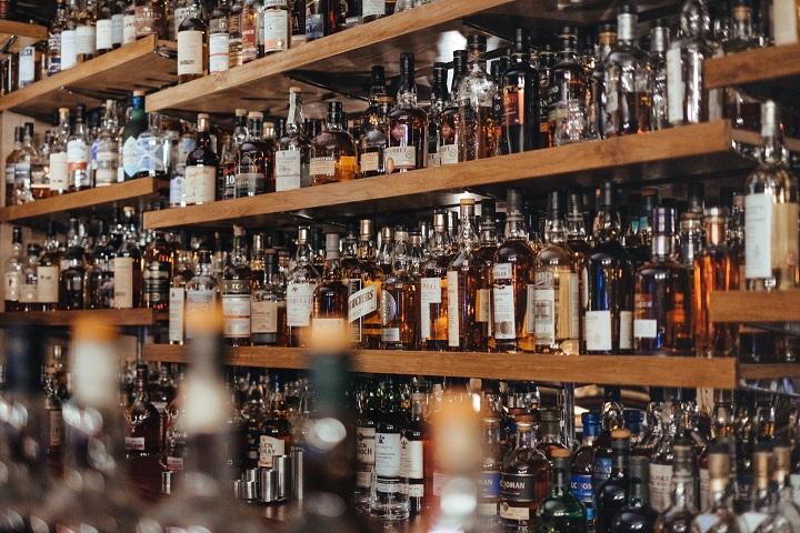 ウィスキーの商品棚