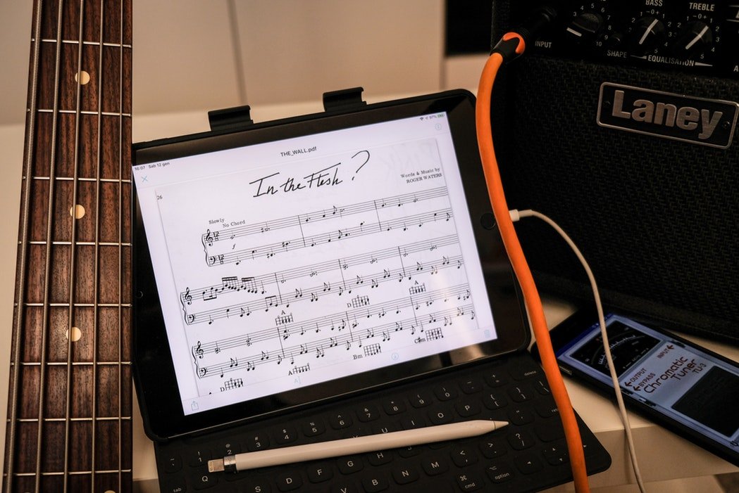 iPadで楽譜を表示させているイメージ