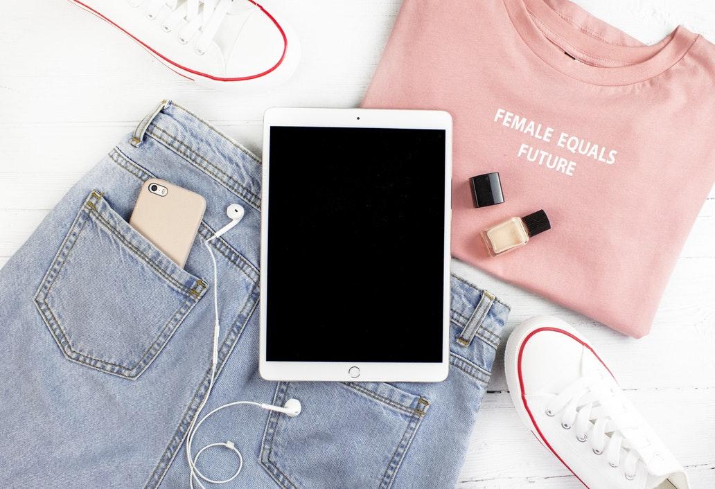iPadと洋服のイメージ