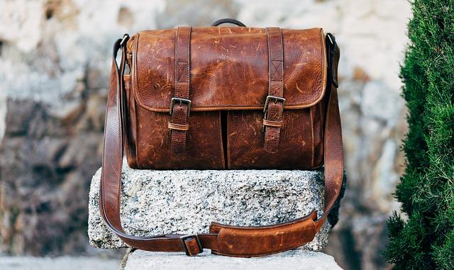 おしゃれなメッセンジャーバッグの写真