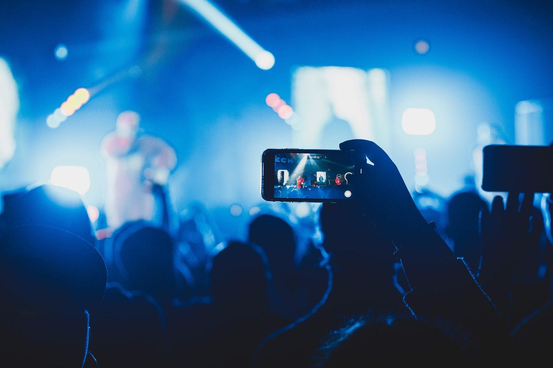 ライブ演奏の動画をスマホで撮影