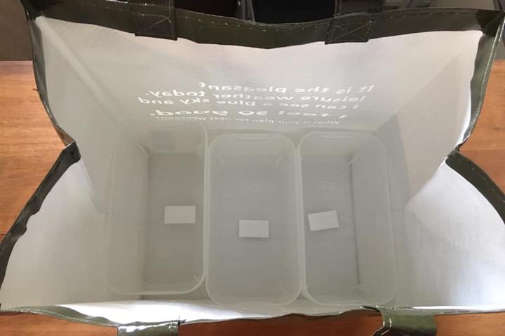 セリアで購入したゴミ袋にプラスチックボックスをセット