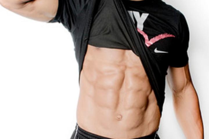 男性の筋肉画像