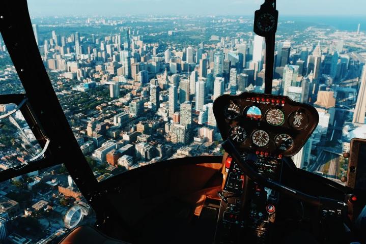空飛ぶ車のイメージ画像