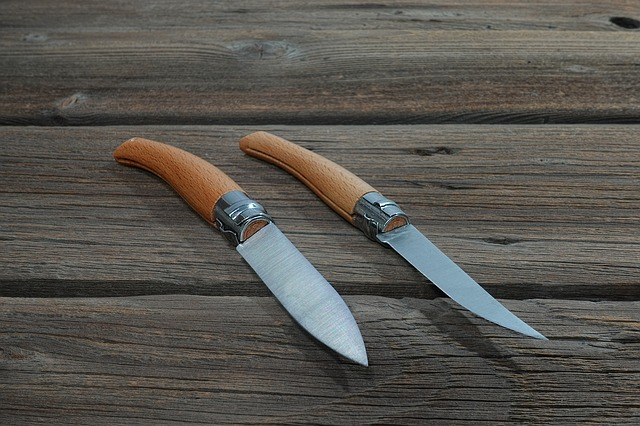 2本のキャンプナイフ